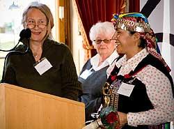 Foto: Rayen Calfunao sonríe por los comentarios graciosos de Mme Pierrette Birraux